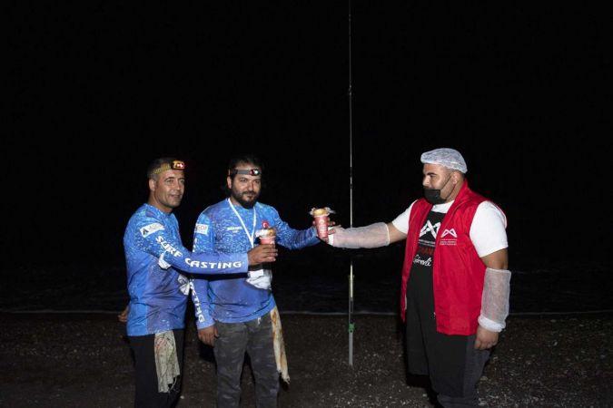 Belediyeden yarışmaya katılan balıkçılara çorba desteği