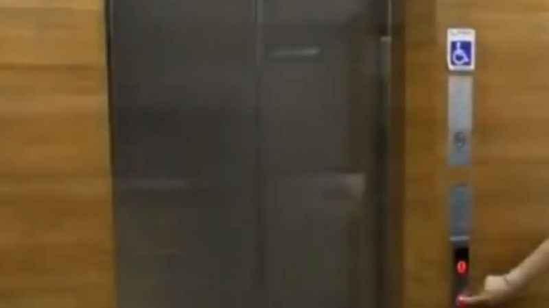 Belediye asansörlerinde 10. yıl marşı dönemi!
