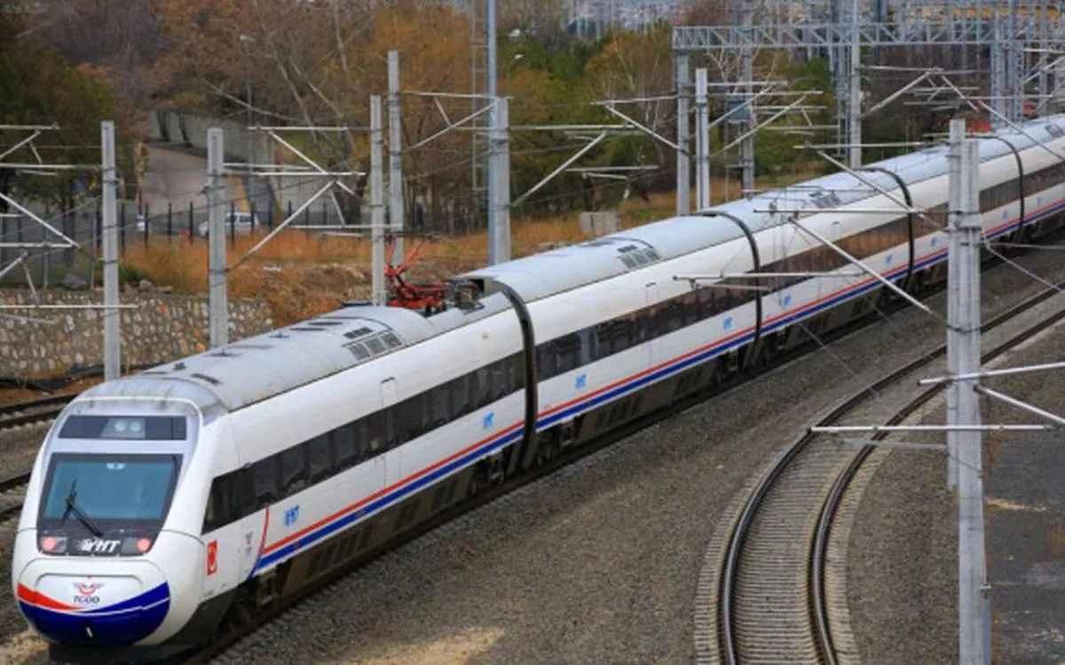 tum-yuksek-hizli-tren-anahat-ve-bolgesel-tren-seferleri-durduruldu-1585362378-1589529471.jpg