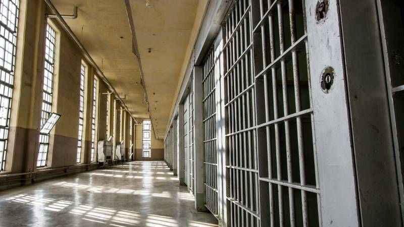 Küçük çocuğu olan annelerin hapis cezası ertelenecek