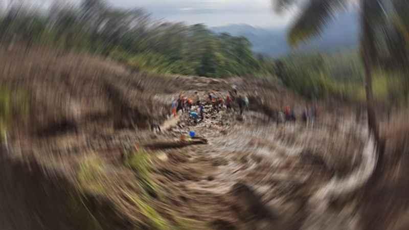 İzmit'te toprak kayınca göçük altında kaldı