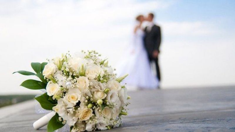 4 ay boyunca dolu: Evlenen evlenene!