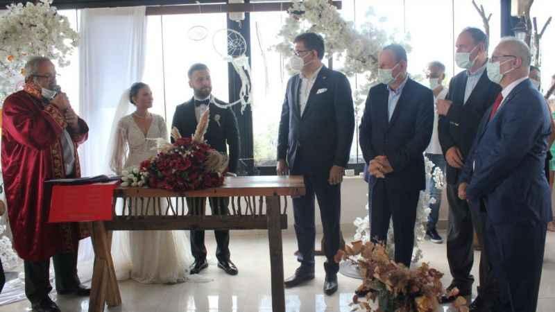 CHP'lileri Başiskele'de buluşturan düğün