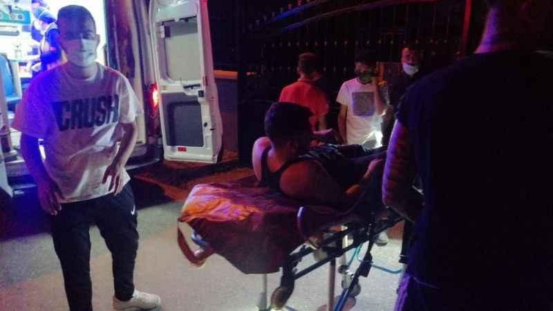 Kapalı okul bahçesinde yaralanan genci itfaiye kurtardı
