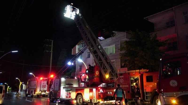 3 katlı binada yangın çıktı
