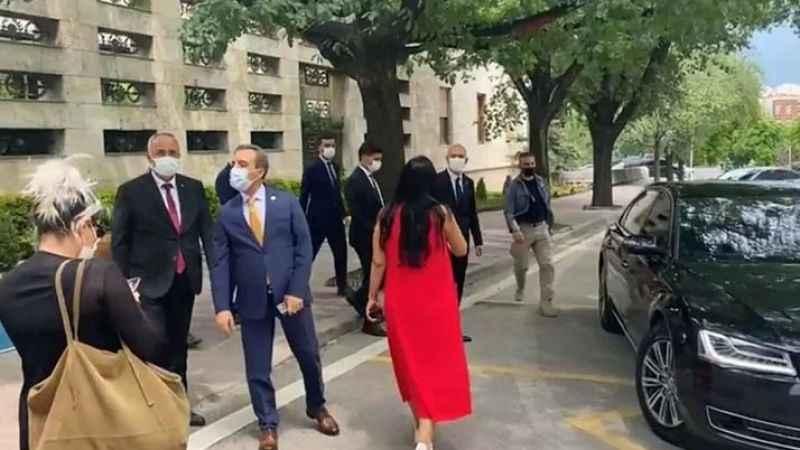 Süleyman Soylu 10 bin dolar maaş alan siyasetçiyi meclis başkanına söyledi