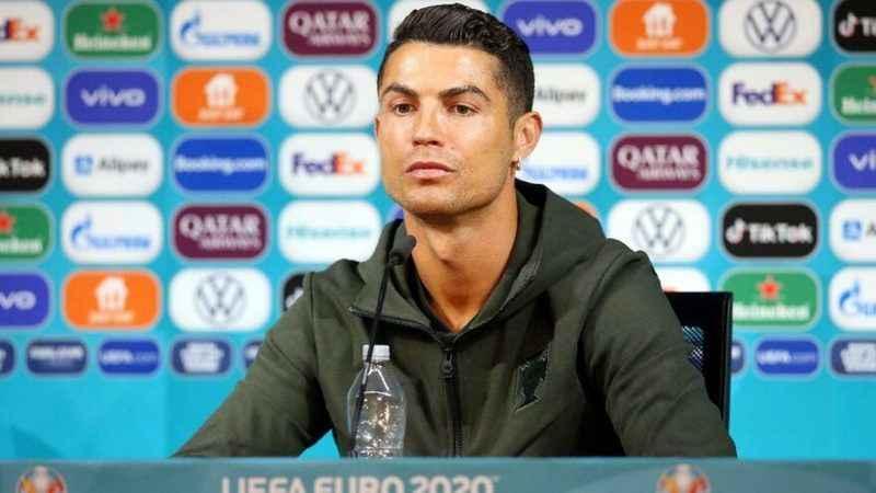 Ronaldo'nun 'Su için' tepkisi Coca Cola'ya değer kaybettirdi
