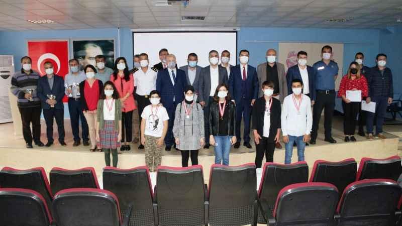 Kandıra'da Okuma Mevsimi projesinde dereceye giren öğrencilere ödülleri verildi