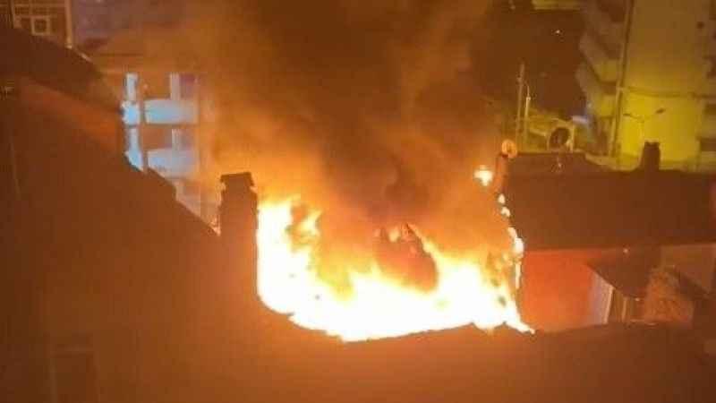 Çatı katında çıkan yangın yan binalara sıçradı
