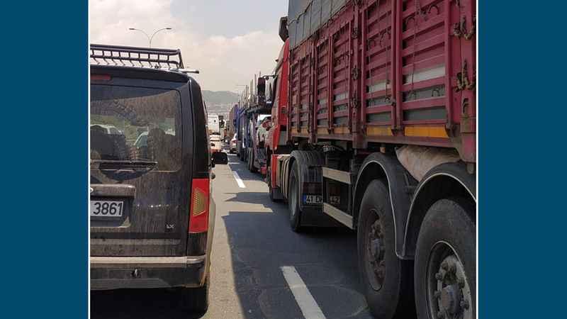 Otoyolun İzmit istikametinde trafik felç