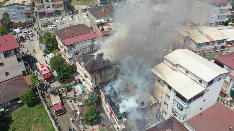 Dört evi saran yangın söndürüldü