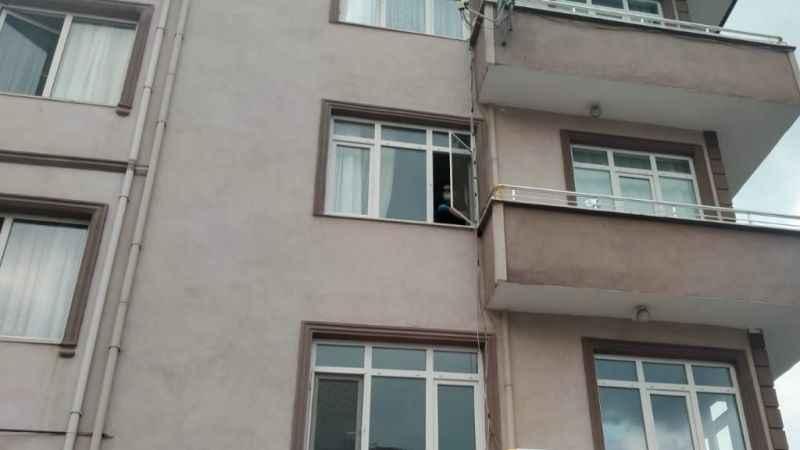 İki yaşındaki çocuk 3. kattan düştü