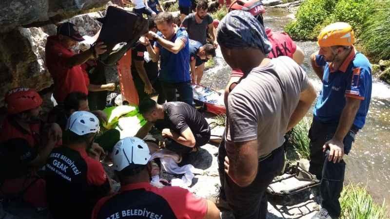 Kayalıklarda aksiyon filmi gibi kurtarma operasyonu