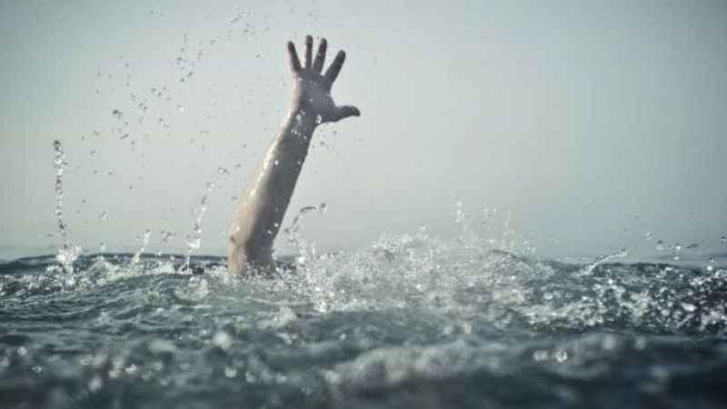 Yasağa rağmen denize girince ölümden döndüler