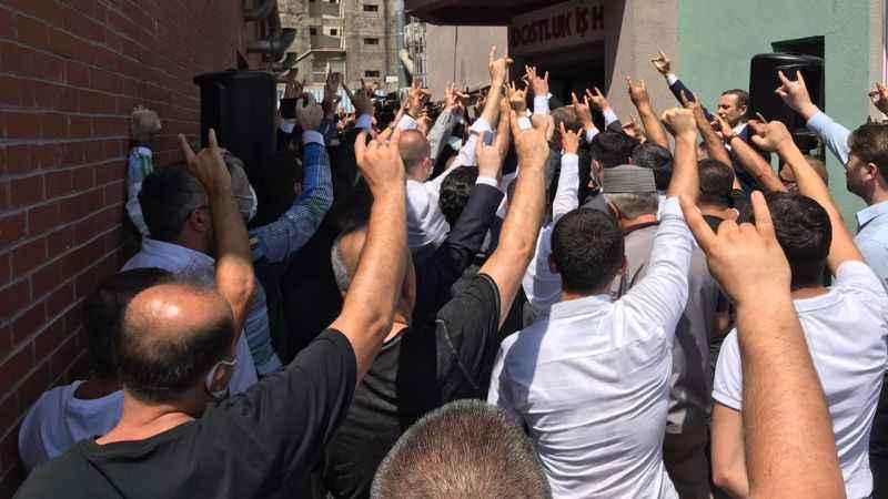 MHP'de ilçe başkanları tek tek istifa ediyor