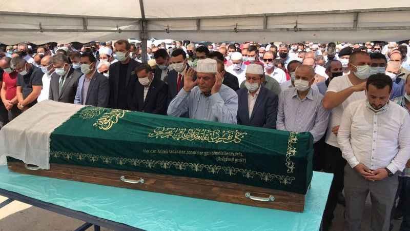 Anne Karaosmanoğlu'nun cenaze namazını oğlu İbrahim kıldırdı