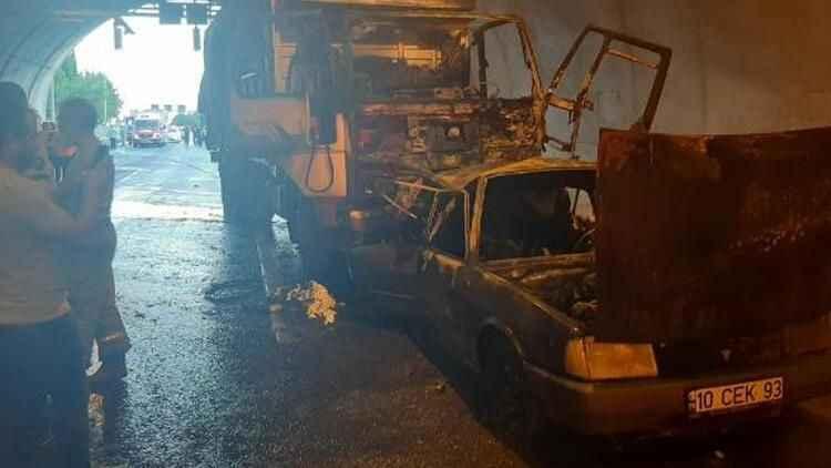 İzmir'de katliam gibi kaza! 4 kişi yanarak can verdi