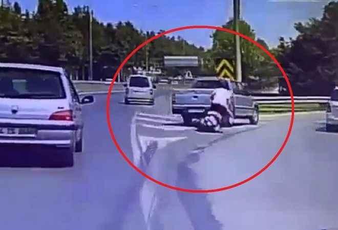 Motosiklet sürücüsünü neredeyse öldürüyordu. Saniye saniye kemeralar kaydetti