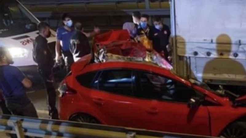 D-100'de otomobil TIR'a çarptı: 1 ölü