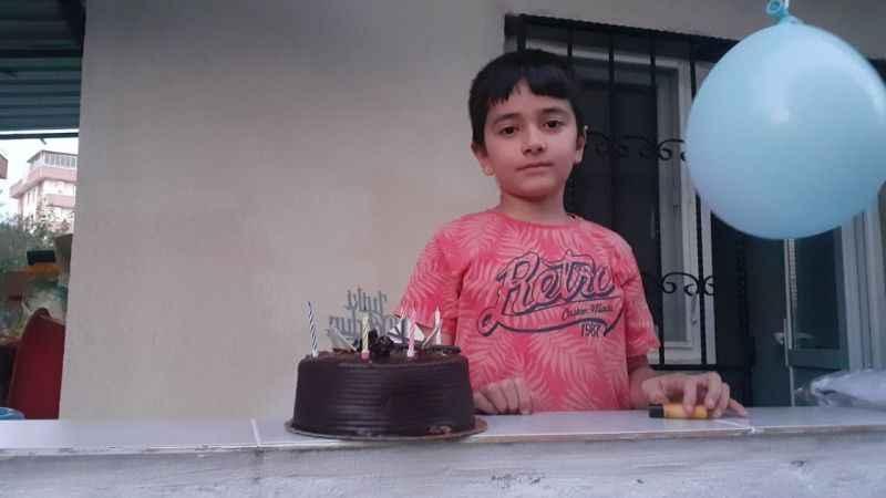 Karantinadaki minik Abdullah'a doğumgünü sürprizi