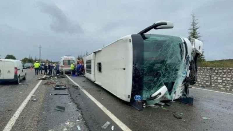 Efe Tur otobüsü kaza yaptı: Ölü ve yaralılar var
