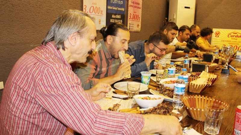 Ödüllü cağ kebabı yeme yarışmasının kazananı iş yeri oldu!