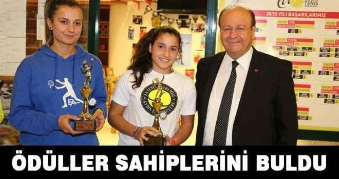 Tenis Turnuvasında ödüller sahiplerini buldu