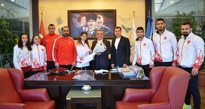 Karate milli takımından teşekkür ziyareti