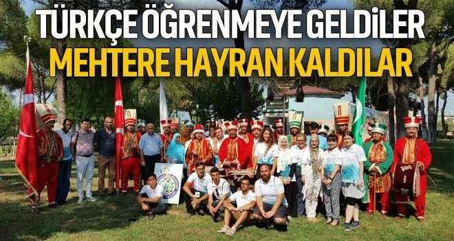 Türkçe öğrenmeye geldiler, mehtere hayran kaldılar