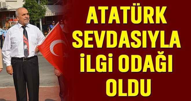 Atatürk sevdasıyla ilgi odağı oldu