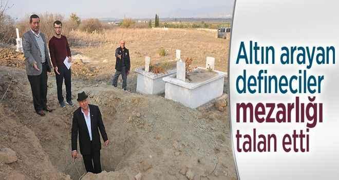 Altın arayan defineciler mezarlığı talan etti