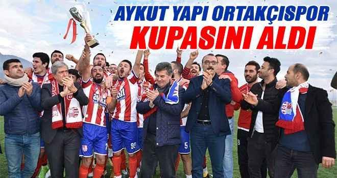 Aykut Yapı Ortakçıspor kupasını aldı