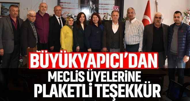 Büyükyapıcı'dan meclis üyelerine plaketli teşekkür