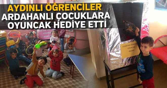 Aydınlı öğrenciler Ardahanlı çocuklara oyuncak hediye etti