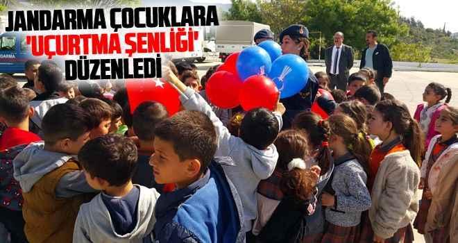 Jandarma çocuklara 'Uçurtma Şenliği' düzenledi