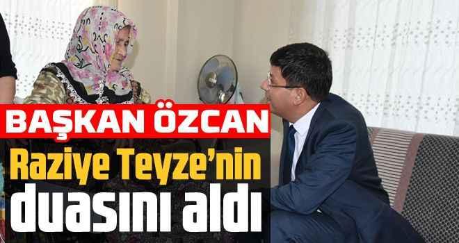 Başkan Özcan Raziye Teyze'nin duasını aldı