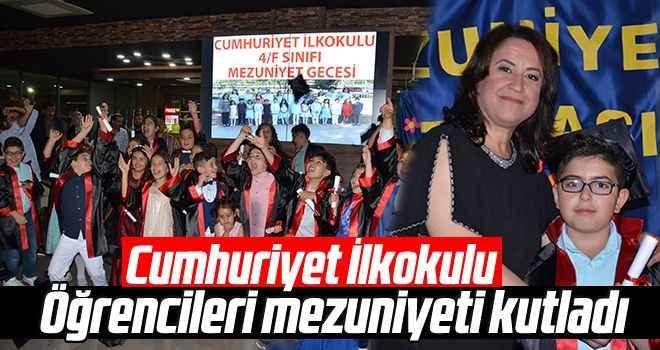 Cumhuriyet İlkokulu öğrencileri mezuniyeti kutladı