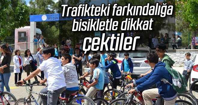 Trafikteki farkındalığa bisikletle dikkat çektiler