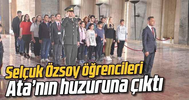 Selçuk Özsoy öğrencileri Ata'nın huzuruna çıktı