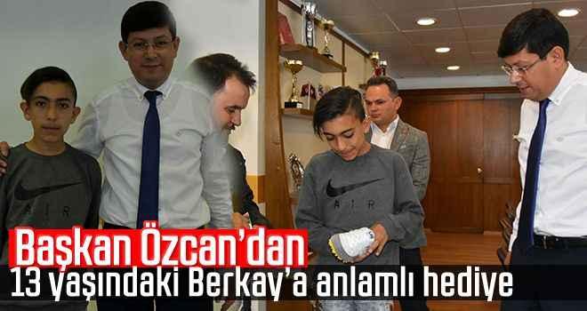 Başkan Özcan'dan, 13 yaşındaki Berkay'a anlamlı hediye