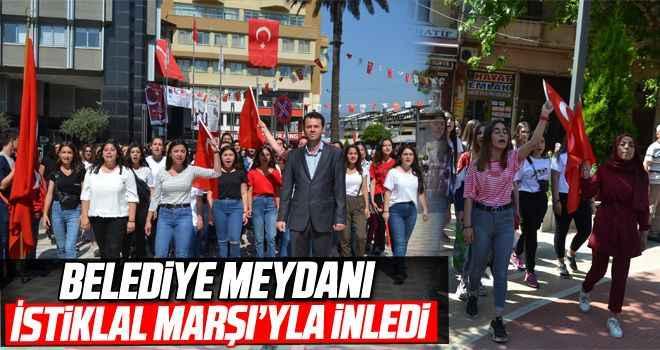 Belediye Meydanı İstiklal Marşı'yla inledi