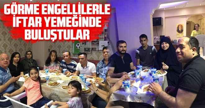Görme engellilerle iftar yemeğinde buluştular