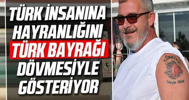 Türk insanına hayranlığını Türk bayrağı dövmesiyle gösteriyor