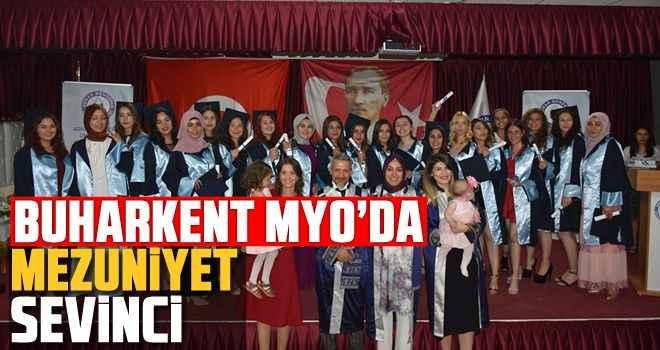 Buharkent MYO'da mezuniyet sevinci