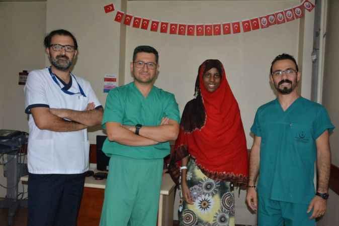 Kalbi 100 dakika durdurulan Somalili kız sağlığına kavuştu