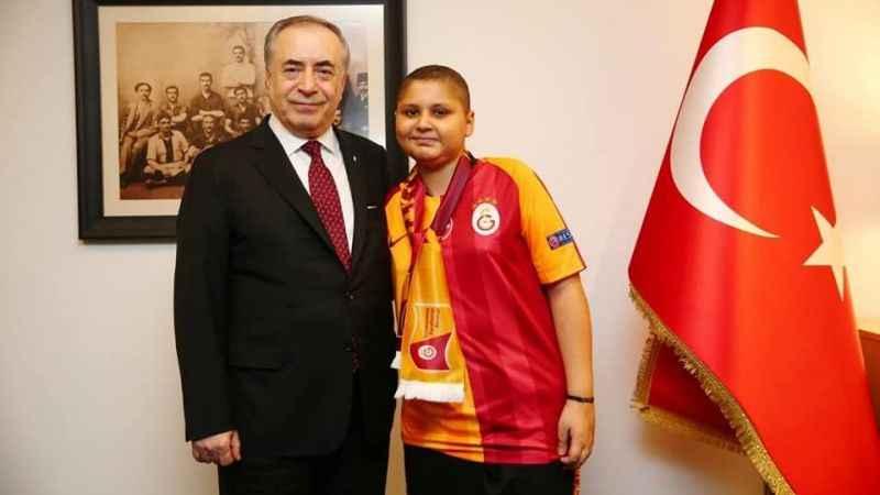 Kuşadası Galatasaraylılar Derneği'nden anlamlı hediye