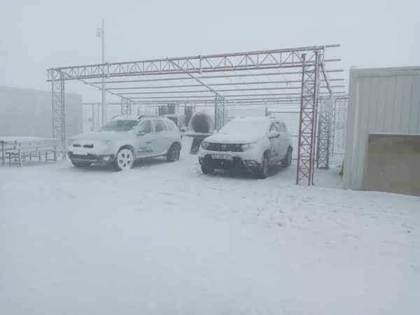 Karacasu'ya yılın ilk karı yağdı