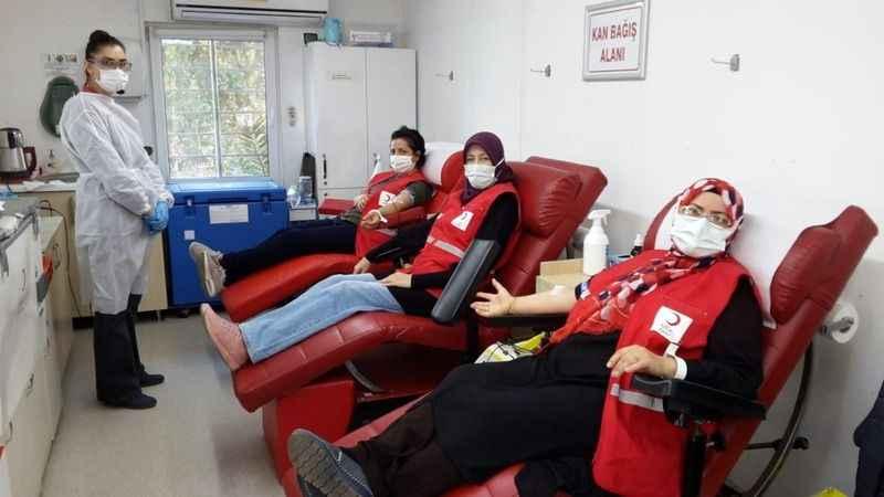 Kızılay gönüllülerinden kan bağışı
