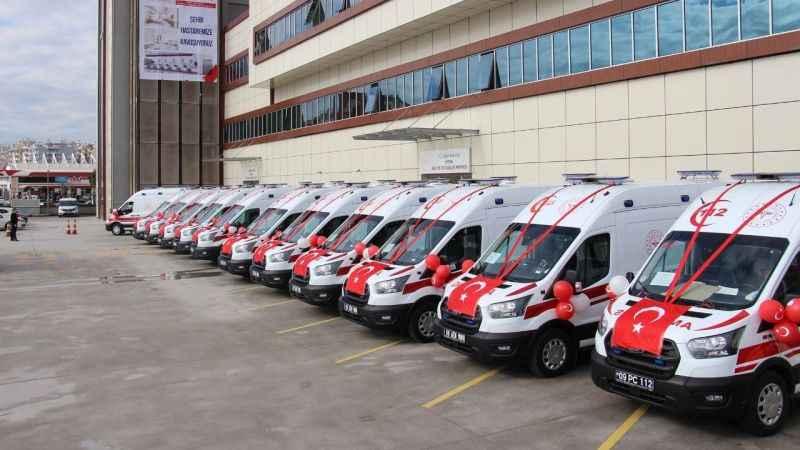 Aydın'a gönderilen 14 ambulans, ilçelere teslim edildi