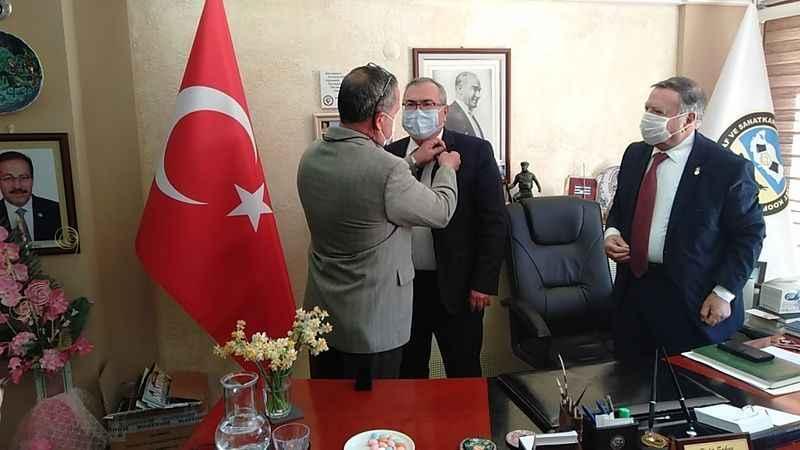 Kuşadası'nda CHP Milletvekili Bülbül'e tarihi rozet sürprizi